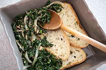 Запеканка из капусты, грибов и сыра чеддер