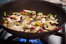 recept-yajca-v-svekolnom-salate-mangold-s-gribami-1